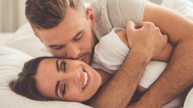 Photo of إليكِ المداعبات التي يحبها زوجكِ عند ممارسة العلاقة