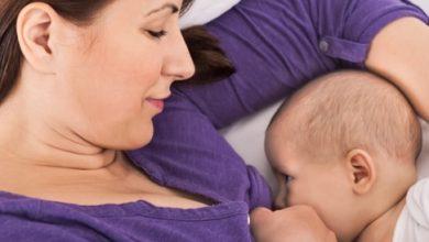 صورة أشياء تتفاعل مع حليب الثدي عند الرضاعة